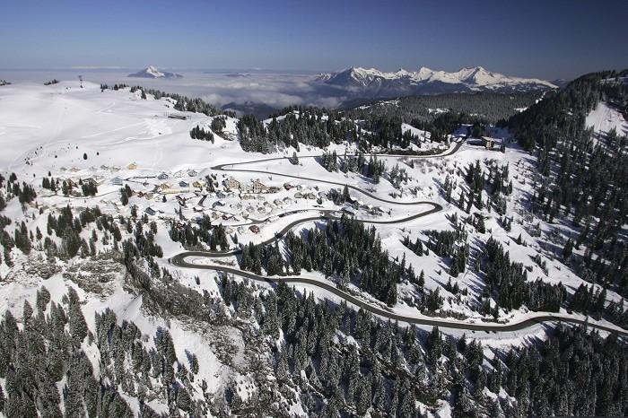 Access to Flaine, ski resort of the Grand massif area